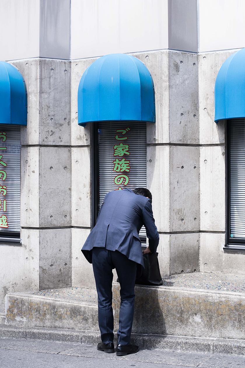 man in japan - Condé Nast Traveller - Beatriz Janer - 8 Artist Management
