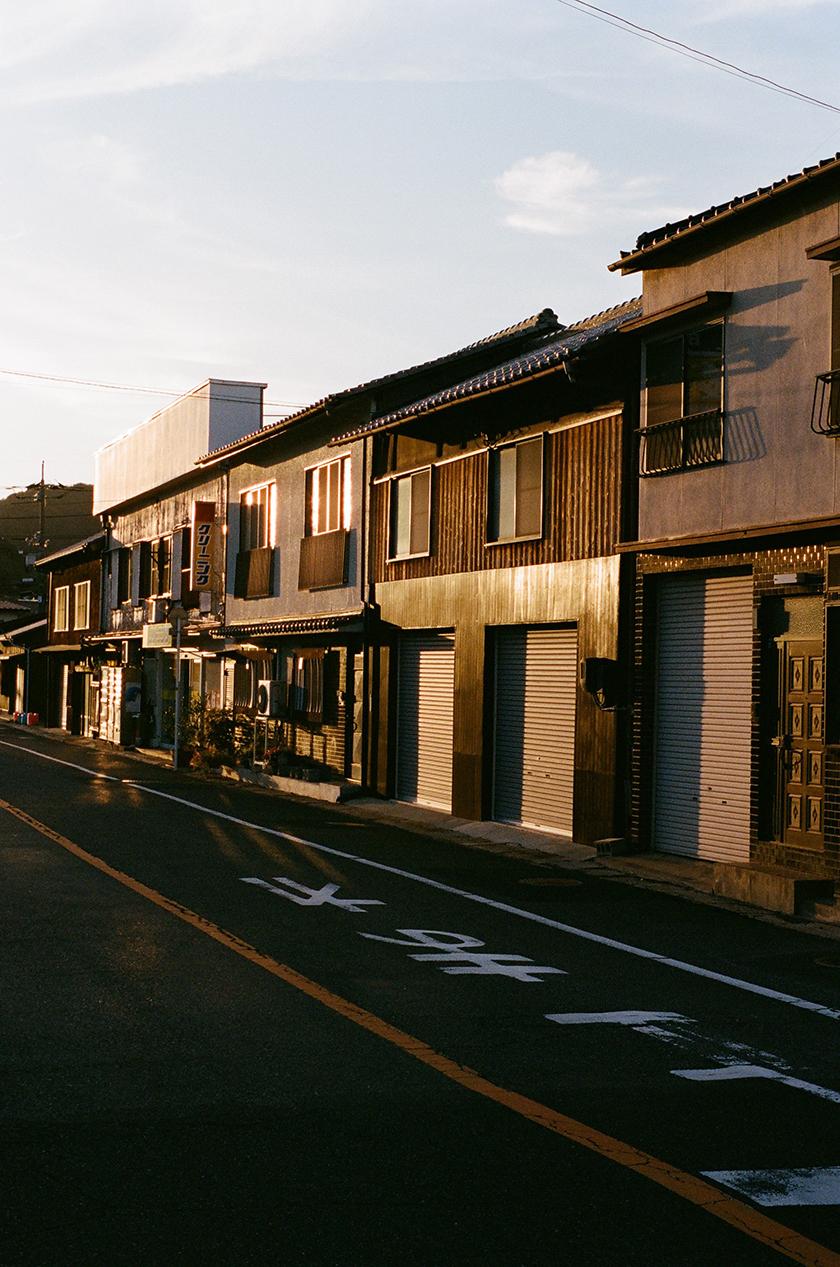 street in japan - Condé Nast Traveller - Beatriz Janer - 8 Artist Management